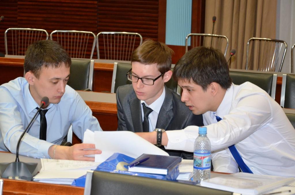 Выпускники УГНТУ защитили дипломные работы в стенах Газпром  Выпускники УГНТУ защитили дипломные работы в стенах Газпром трансгаз Уфа